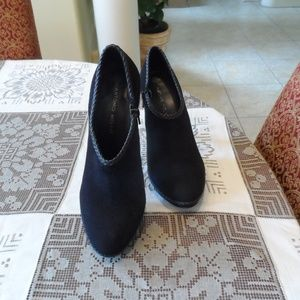 Antonio Melani Black SuedeLeather Ankle Botties 9M